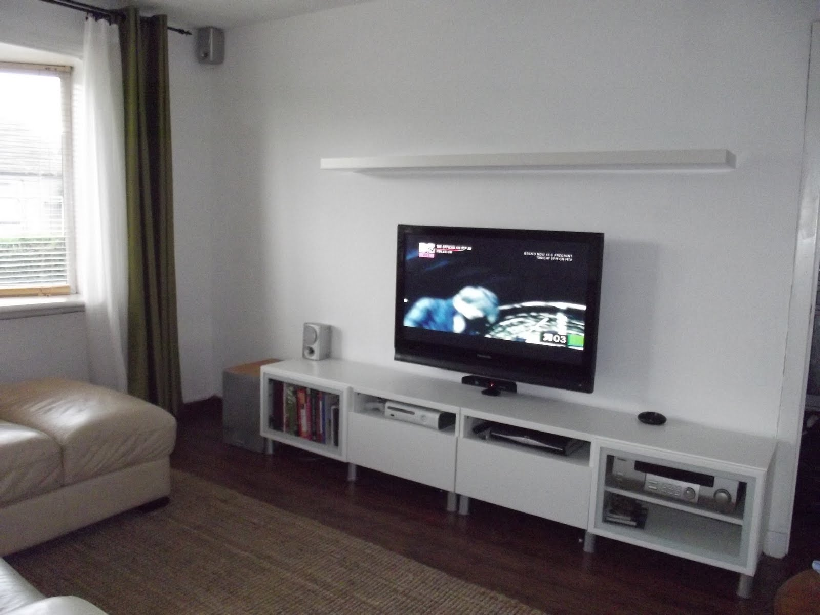 Entertainment centers for small living rooms pict 17 for Small entertainment room decorating ideas