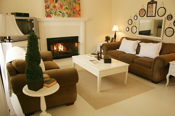 Tips for decorating a small living room cottage living for Small cabin living room ideas