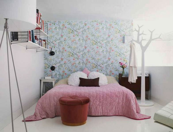 Cute small bedroom decorating ideas pictures 013 for Cute bedroom designs for small rooms