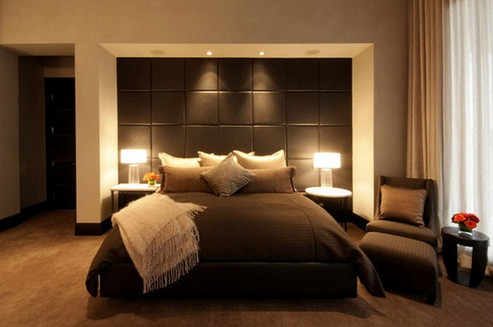 Master bedroom decorating ideas for small rooms images 07 for Bed decoration ideas