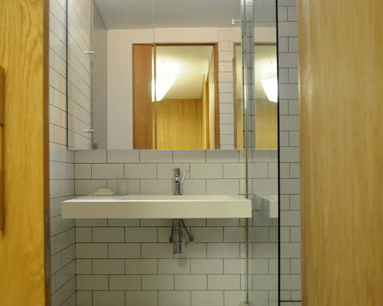 Simple bathroom design ideas simple bathroom designs for for Simple small bathroom