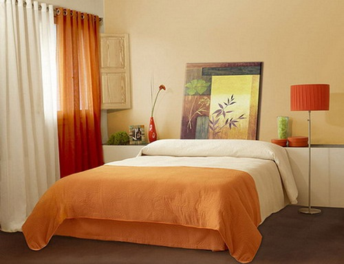 Small bedroom arrangement decorating ideas for small for Bed placement in small room