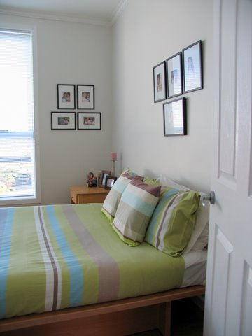 Great ideas for small bedroom decorating small bedroom decorating ideas budget pic 05 small - Small space bed ideas gallery ...