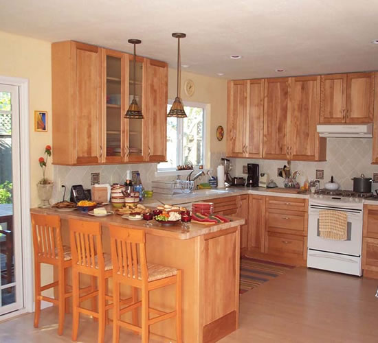 Small kitchen remodeling taking advantage of the room for Kitchen remodel images