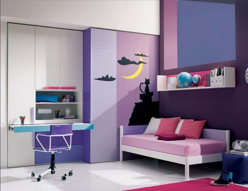 Small room ideas for teenagers teenage small bedroom for Small room bed ideas