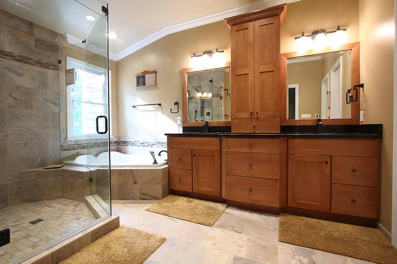 Awesome small master bathroom solutions images 05 small for Master bathroom ideas 2015