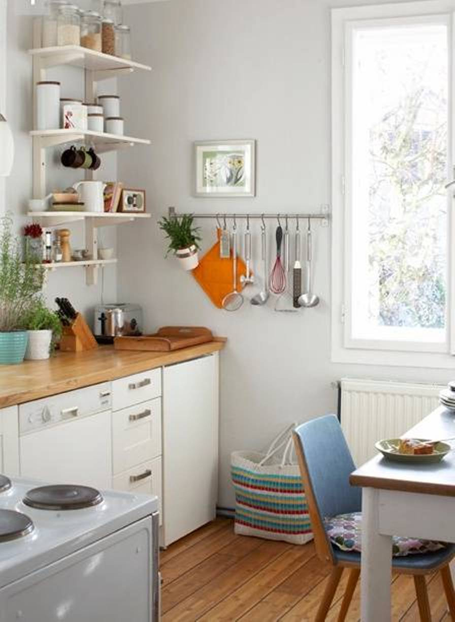 Decorating small space windows tips decorating small for Kitchen ideas for small spaces