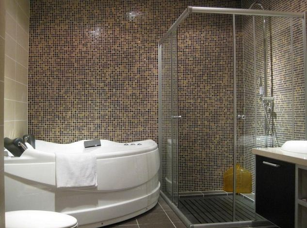 Average cost to remodel bathroom average cost to remodel for Normal bathroom designs
