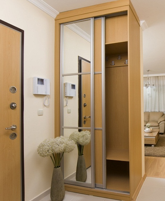 Sliding door wardrobe designs for bedroom pictures 14 for Wardrobe designs for small bedroom