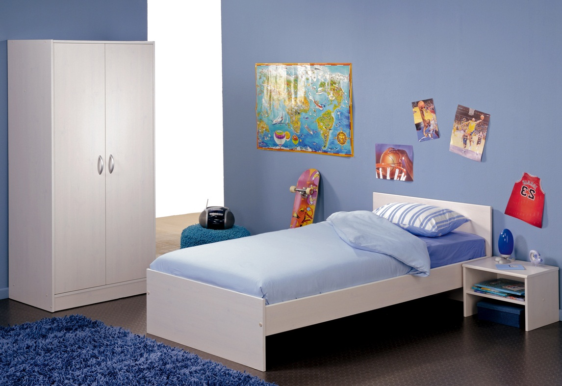 Simple kids bedroom furniture ideas clean simple bedroom for Bed styles for small rooms