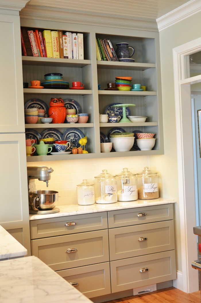 Best cabinets for small kitchen love the cabinets and open for Small kitchen shelves