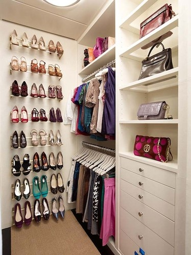 Genius small walk in closet makeover for master bedroom for How to organize your walk in closet