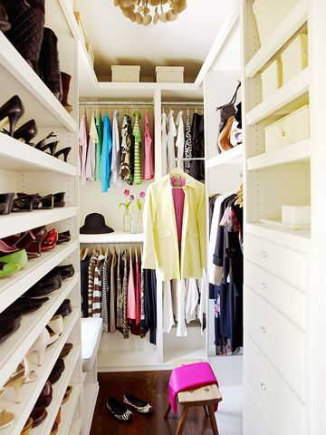 Love Small Walk in Closet Design for Very Small Space