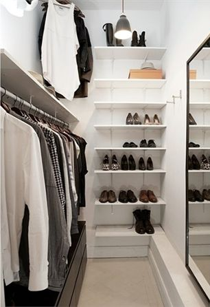 Small walk in closet ideas organization tips small room - Dressing room small space ...