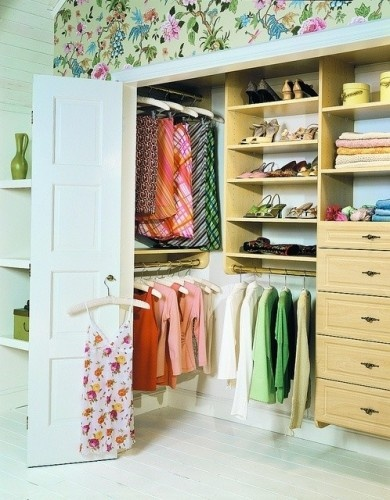 Simple Small Walk in Closet Design Great Concept