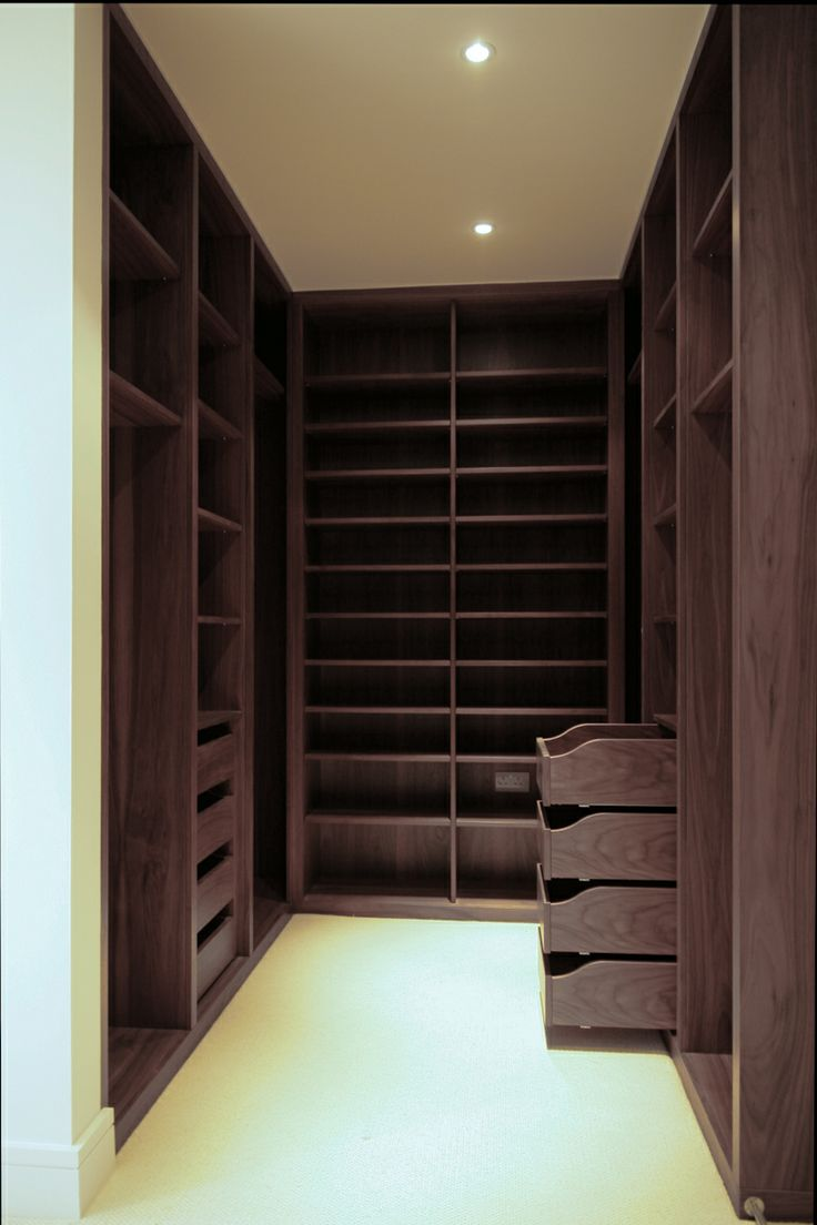 Small walk in closet ideas organization tips small room for Walk in wardrobe design
