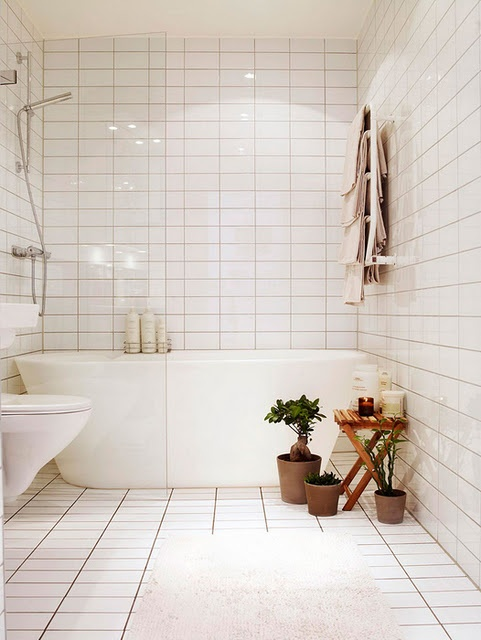Small bathroom remodel subway tile shower & bathtub combo in a small space