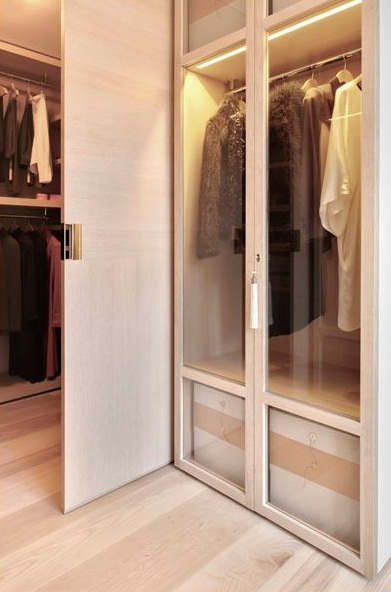 Wardrobe Design for Bedroom Sliding Door to Conceal Walk to Wardrobe