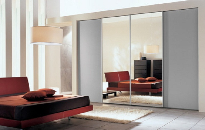 Bedroom With Sliding Mirror Closet Doors