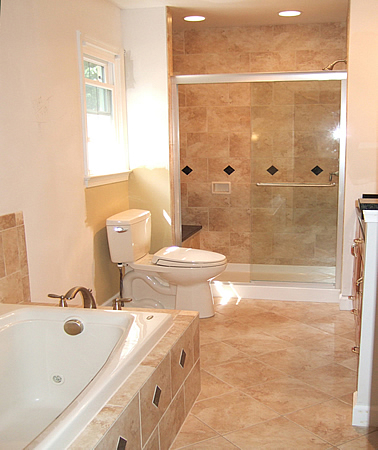Tips for small master bathroom remodeling ideas small for Master bath pictures