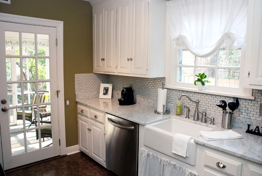 Ideas For Small Kitchen Remodel With Pictures Clean And Fresh. That, Combined With All Of The Natural Light In Here And The Green Wall