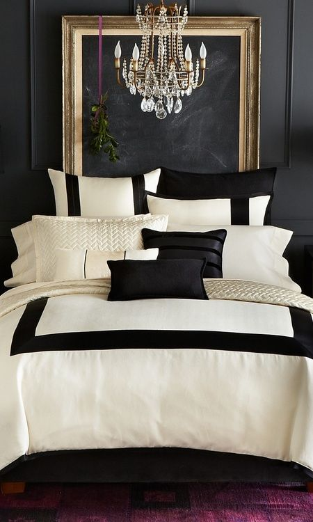 Master bedroom decor ideas black and white in the bedroom for Master bedroom black and white ideas