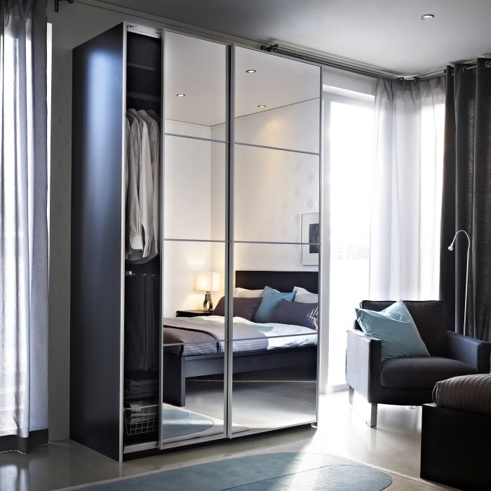 Sliding Mirror Wardrobe With Reflect Light To Make Your Room Feel Larger