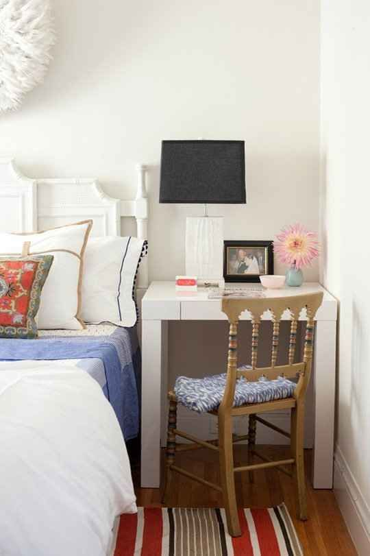 Small Bedroom Decorating Ideas With Bedside Table. Hacks For Your Tiny Bedroom