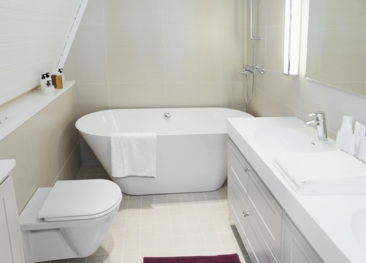 Freestanding Bathtubs Small Spaces Excellent Small Space Bathroom With White Acrlic And White Woden 8344