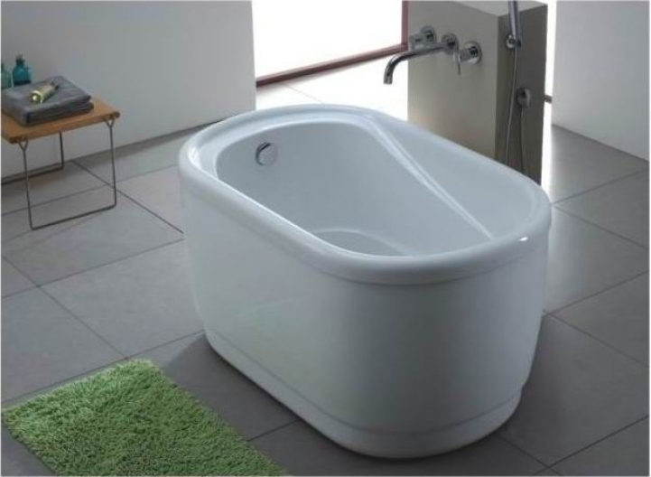 Freestanding Bathtubs Small Spaces Extraordinary Tiny Freestanding Tub Under Long From Bayland Sanitary Ware 5533