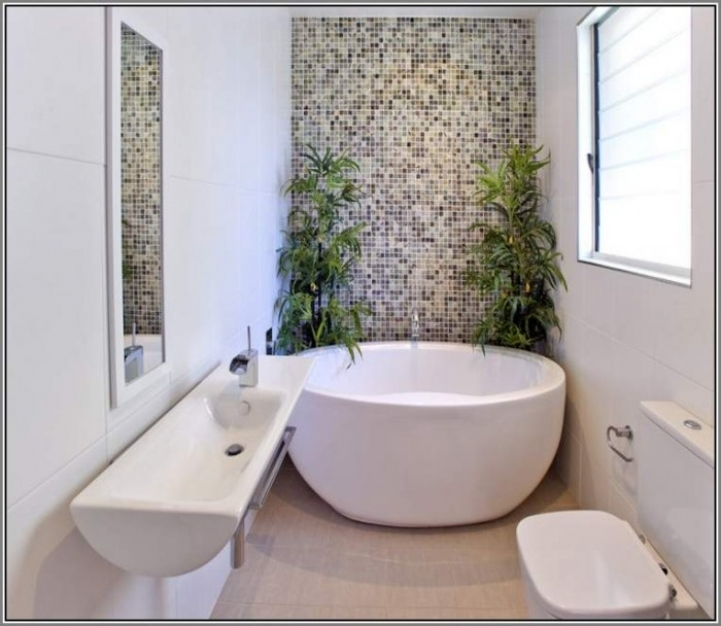 Freestanding Bathtubs Small Spaces Incredible Ideas Freestanding Tubs In Small Bathrooms 0637