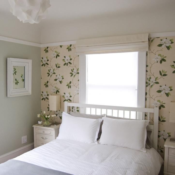 Small Guest Room Decorating Ideas With Lovely Small Apartment Ideas 4620