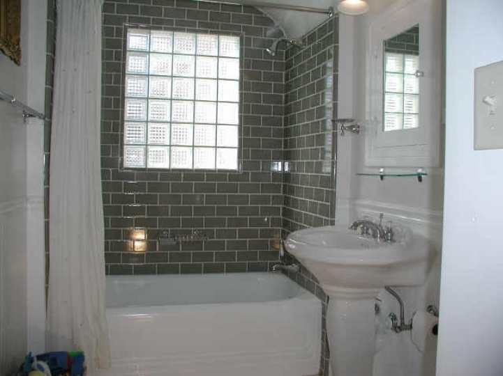 Subway tile for small bathroom remodeling gray color in for Small bathroom ideas pictures tile