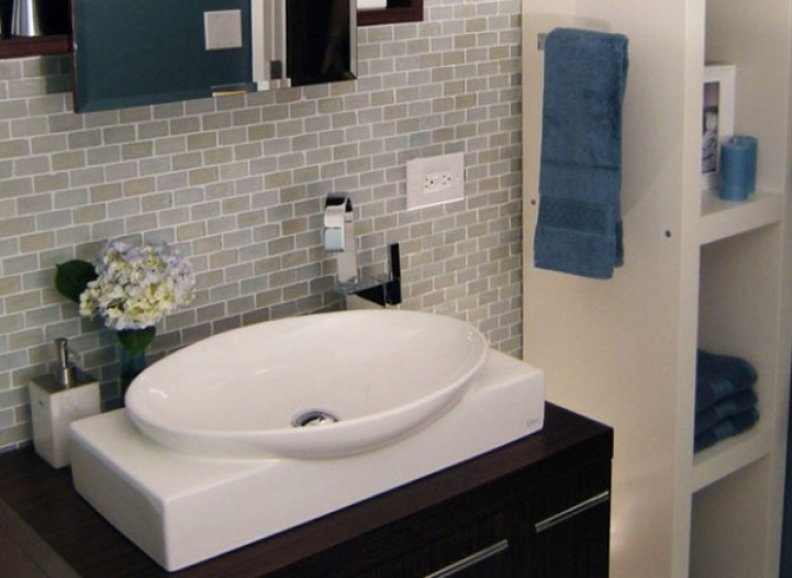 Subway tile for small bathroom remodeling ideas small for Bathroom ideas using subway tile