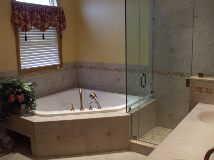 Small Bathroom With Tub And Shower Awesome Bathroom Corner Whirlpool Soaking Bathtub And Shower Combo 6770