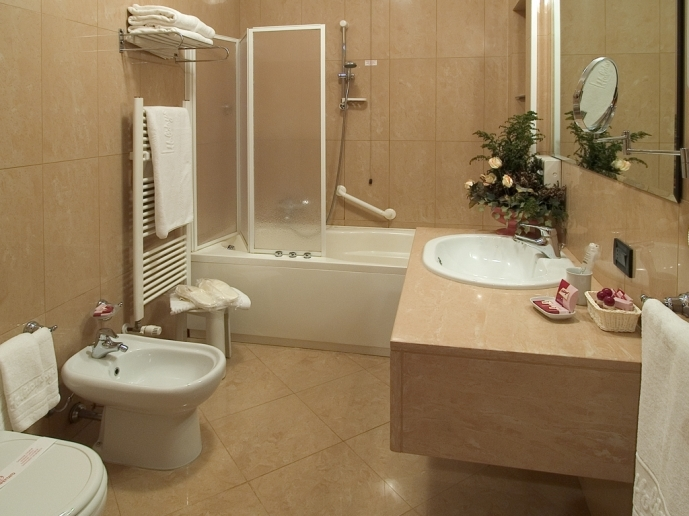 Small Bathroom With Tub And Shower Ideas With Rectangular White