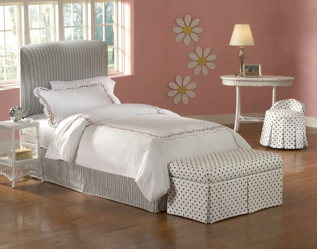 Polkadot Storage Benches For Bedroom Design Pictures 011 Small Room Decorating Ideas