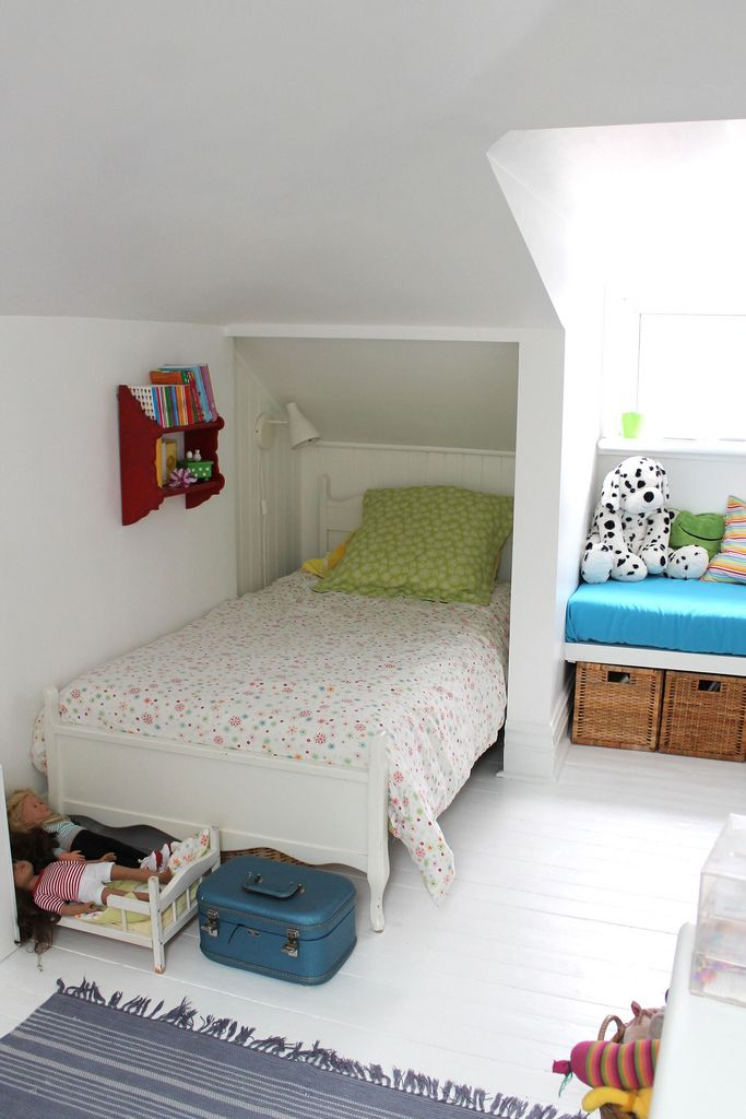 Cute Small Attic Bedroom Design For Your Little Girls
