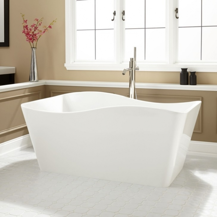 Freestanding Bathtubs Small Spaces Beautiful Bathrooms Designs With White Freestanding Ergonomics Tub 2996