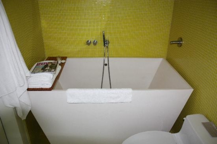 Freestanding Bathtubs Small Spaces Comfy Decorating Ideas With Soaking Tubs 1710