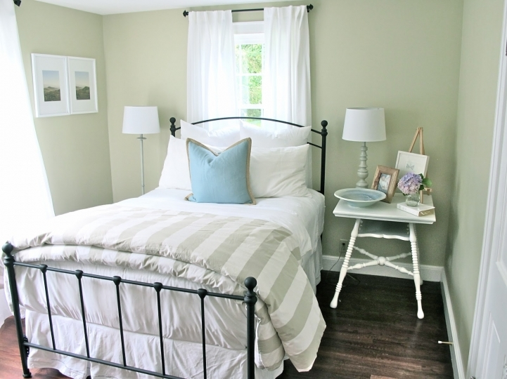 Small Guest Room Decorating Ideas Within Astonishing Decorating Ideas With Soft Wall Paint 8382