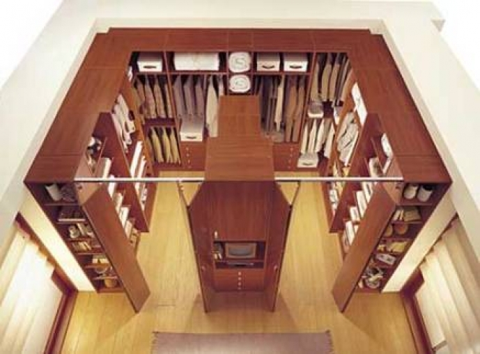 Small Walk In Closet Dimensions With Lovely Small Home Designs 3497