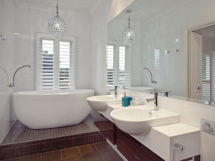 Freestanding Bathtubs Small Spaces Cozy Freestanding Tubs Vanity Pendant Lamp In The White 8947