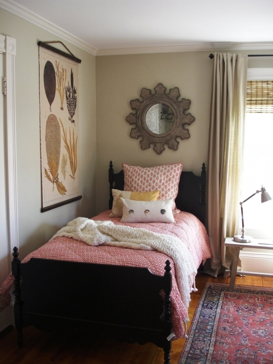 Small Guest Room Decor Within Great Feminine Guest Room Remarkable Guest Bedroom Ideas 3621